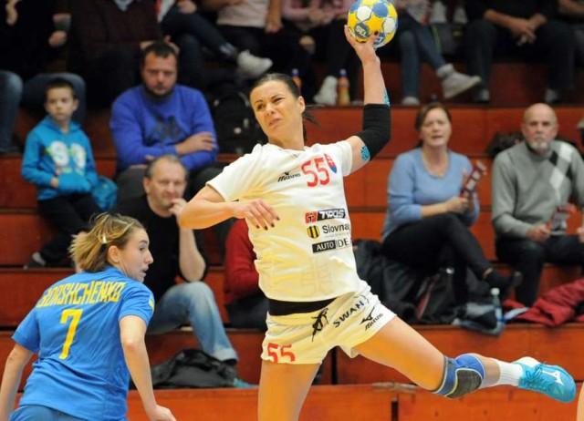 краинка Татьяна Трегубова наказывает своих соотечественниц в составе сборной Словакии / Фото slovakhandball.sk